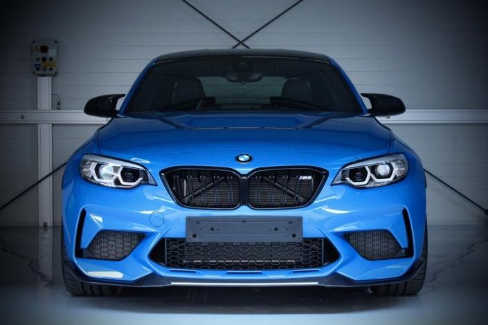 BMW blau Frontansicht